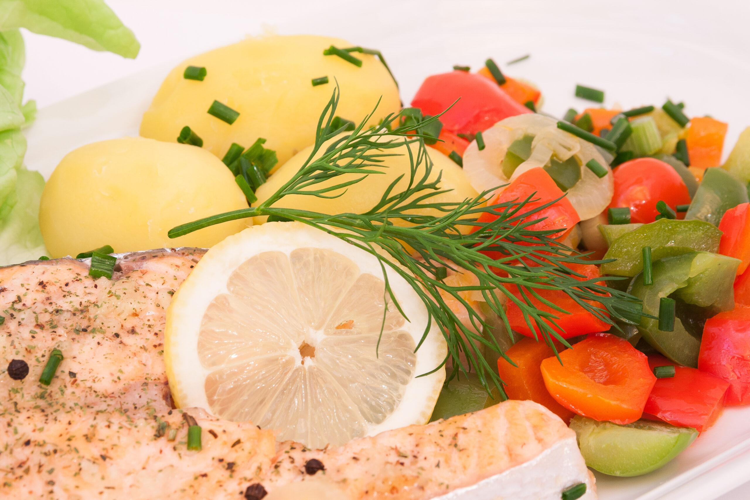 Pescado en colchón de verduras