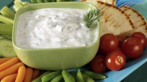 Dip de queso crema con queso rallado y orégano